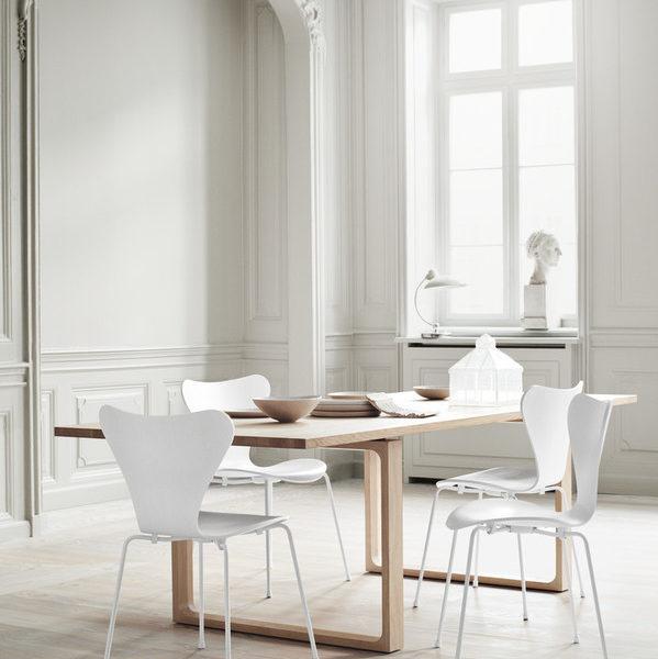 salle à manger avec chaises series 7